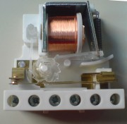 Gambar 1. Latching Relay.