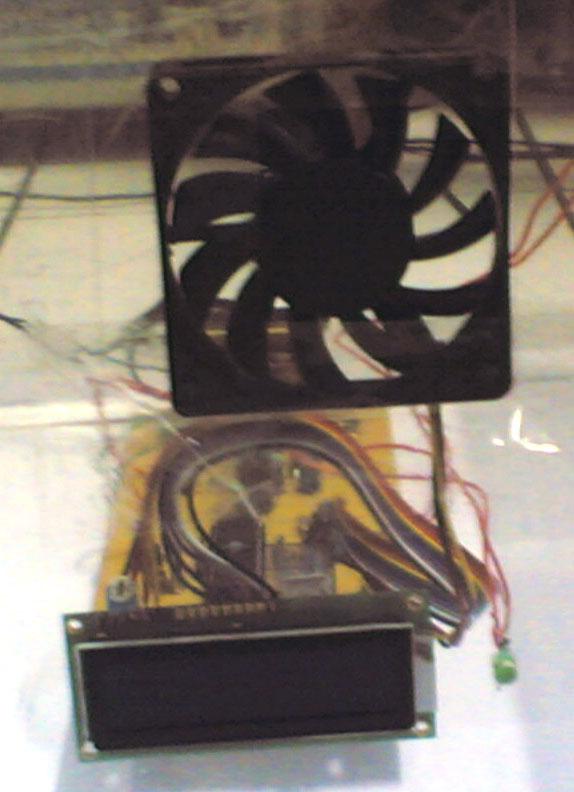 alat depan Prototipe Pemutar Sirkulasi Udara Otomatis Melalui Deteksi Kadar Karbon Dioksida Berlebih Dalam Ruangan